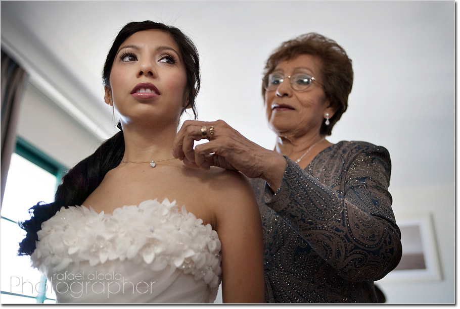 mother bride moment